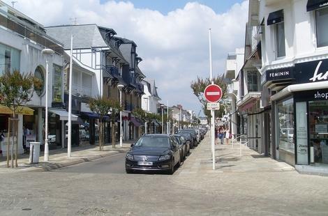 Location Locaux commerciaux LA BAULE 56m²